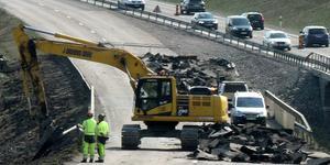 Bygget av den nya bron över Tunaån tar väldigt lång tid, tycker signaturen Rommependlare. (ARKIVBILD)