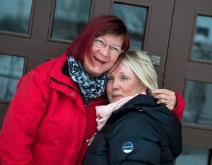 Lotta Öhlén och Lena Backlund vännerna som är lika men ändå så olika. De har allvarliga sidor men oftast så blir det skratt och har vansinnigt roligt.