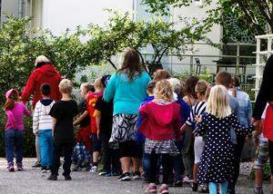 Vi vet att alla barn gynnas av blandade klasser. Frågan är hur blandningen ska se ut och hur vi ska nå dit, skriver Christina Hamnö och Lars Dalquist Öhlén. Foto Hasse Holmberg, TT.