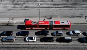Hur få fler att välja bort bilen för hela pendlingsresan?Foto: Hasse Holmberg/TT
