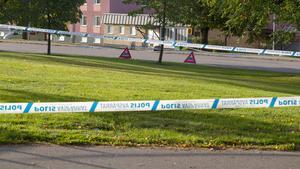 Här på Svevägen i Köping knivskars en man svårt. Nu sitter två personer häktade på sannolika skäl för försök till mord.
