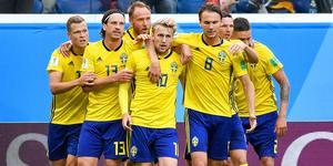 Emil Forsberg, i mitten, åker tillsammans med övriga landslaget till Cypern på läger i mitten av november, och missar därmed Fotbollsgalan.