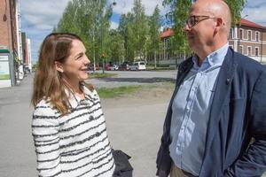Östersunds kommunledning med Bosse Svensson (C) i spetsen kallade IP Only:s bolagsledning till möte om kritiken kring den tillsynes avstannade fiberutbyggnaden. Här, koncernchefen för bolaget, Frida Westerberg.