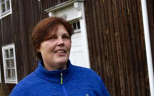 Annika Ystegård vill riva en gammal vinkelbyggnad, annars kommer den till slut bara att rasa ihop.