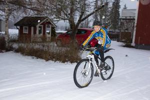 Mountainbikecyklisten Karin Hedlund ger sig ut på en annorlunda cykeltur i juni, ända till till Paris.