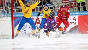 Sverige slog Ryssland i VM:s supermatch. Foto: Rikard Bäckman / Bandypuls.se / TT