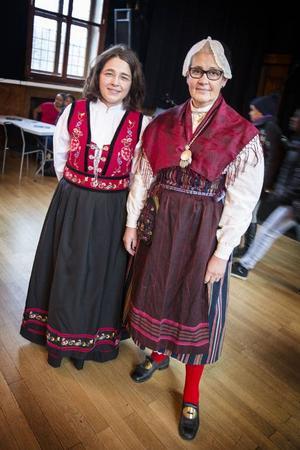 Pernilla Hellan från Gamla tingshuset och Ingrid Göransson Rosell, platschef på Eductus, hade klätt sig i folkdräkter dagen till ära.– Jag har min mammas norska festdräkt på mig och jag har med mig maträtten