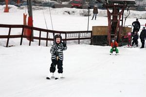 På måndagen var liftarna öppna i slalombacken i Edsbyn. Det var extra öppet över påskhelgen. Och det kom bra med åkare.