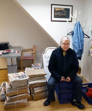"""Får  tid för sin egen tidning. """"Jag betraktas som obekväm och illojal"""", säger Ulf Gräsberg, svenska- och SO-lärare på Perslundaskolan i Ockelbo, som sagt upp sig och nu får mer tid åt den egna tidningen Kuxabladet."""
