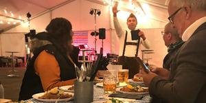 Resul Yesil som driver Stora Torget var en av de krögare som ordnade helgens oktoberfest i Sala. Foto: Hanna Westman