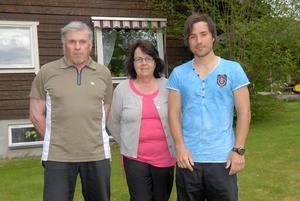 Lars-Göran Arwidson från Lima tog två OS-medaljer under sin karriär. Sonen deltog i Sotji-OS 2014. På bilden på familjen Arwidson, tagen 2013, syns Tobias mamma Eva i mitten.  Foto: Jörgen Wåger