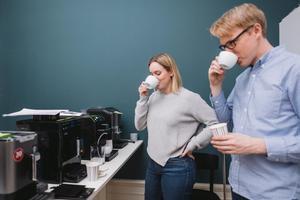 Henrik Sandén och Linnea Vannesjö testat sju automatiska espressomaskiner.Bild: Foto: Ola Jacobsen