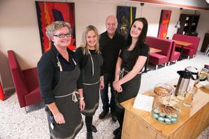 Stina Annasdotter, Nina, Göran Green och Johanna Grönlund har smygöppnat Tempo i Tällberg.