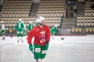 Jag ville träna lite ensam i onsdags först och se hur det gick. Jag ville ju inte att någon skulle se om jag inte ens kunde ta mig över sargen, säger Jesper Jonsson och skrattar.