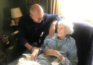 Två fina sommardagar tillbringade Christer Ekman tillsammans med Anders Diös dotter Brita Norén uppe i hennes hus i Dalarna. Christers sysslings svärmor är en av de som hjälper Brita, därav kontakten. Foto: Christina Nyrén