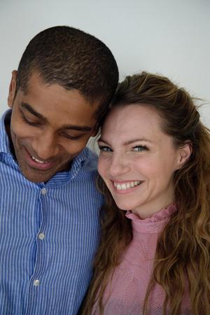 Alexander Karim och Sofia Ledarp axlar rollerna som William Shakespeare och dennes fiktiva älskade Viola de Lesseps i