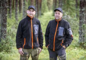 Erik Björklund och Ulf Moe på Jämtskogsägare i samverkan inspekterar skog i Fillsta strax utanför Östersund.