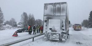 På grund av snöfallet som pågått under dygnet kan det vara mycket moddigt väglag.