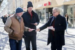 Försvarsminister Peter Hultqvist hann även med att kampanja för Socialdemokraterna inför EU-valet 26 maj.