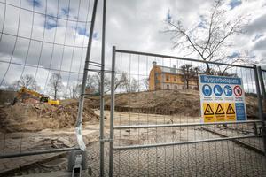 Bygglovet för Orionkullen har överklagats till mark- och miljödomstolen, men byggherren Bygg Vesta har fått tillåtelse att påbörja marksanering där förorenade massor schaktas upp och körs bort.