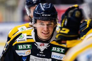 Måns Lindbäck gjorde mål mot Brynäs, men riskerar att missa lagets sista träningsmatch. Foto: Maxim Thoré / Bildbyrån