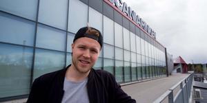 """Christopher Bengtsson är tillbaka där han känner sig hemma: i Södertälje och Scaniarinken. """"Det känns lite hemma när man kommer tillbaka"""", säger han."""