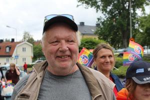 Ulf Karlsson hann med att både gå i Pridetåget och sälja sin traktor på Veterantraktorns dag, som arrangerades samma lördag, på Färsna Gård.