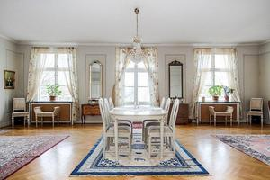 Stora salen i prästgården i Åtorp. Foto: Länsförsäkringar Fastighetsförmedling