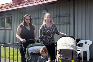 Mammorna Pernilla Lundgren och Rebecha Lappalainen jobbar skift inom vården och är beroende av barnomsorg på obekväm arbetstid, menar de.