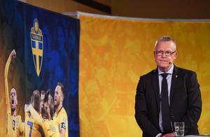 Förbundskapten presenterar VM-truppen.