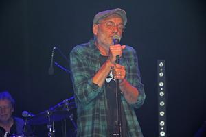 Peter Carlsson trivs i det nya formatet som återkommande gästartist till Kjell Gustavsson Rythm & Blues Orchestra.