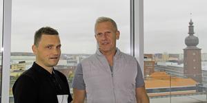 Erik Lahti och Fredrik Svensson på AB Arvid Svensson arbetar med bostadsplanerna vid Fridnäs. Nu måste de avvakta.