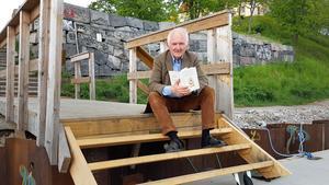 Etnologen Bengt af Klintberg berättar om löjtnanten i Glasberga. Här läser han ur sin bok Påskharen.