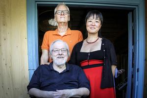 Tillsammans med Bengt Boman och Mårten Andersson invigde Ovanåkers kommunalråd, Yoomi Renström, utställningen på Ol-Andersgården.