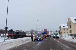 Stort räddningspådrag i centrala Mora där en personbil har kolliderat med ett tåg.