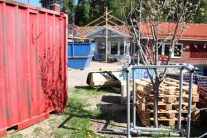 På Risholnsgården i  Danholn pågår en utbyggnad. Demensboendet får sedan ytterligare 20 nya lägenheter som väntas vara klara i mars nästa år.