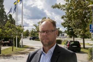 Niclas Gustafsson har jobbat i Norrtälje kommun i 21 år. Han har bland annat varit rektor på Freinetskolan Mimer. När den nya grundskolechefen Johan Kant tillträder sin post kommer Niclas gå tillbaka till att vara biträdande grundskolechef.
