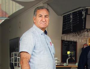Afram Abdhe har åter blivit av med serveringstillståndet på Hallsta Café & Bar.