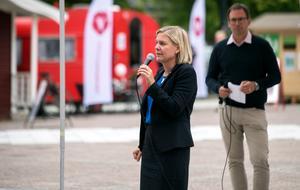 Finansminister Magdalena Andersson (S) höll tal. I bakgrunden syns Sundsvalls kommunalråd Peder Björk (S).