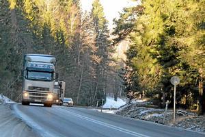 Lastbilarna kommer inte längre köra genom Röförs utan via 205:an.
