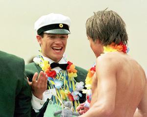 1999 tog prins Carl Philip studenten vid Lundsbergs internatskola.  Foto: Jan Collsiöö/TT