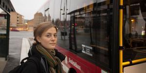Saga Sandberg bor på Väddö och går på Rodengymnasiet. Med tätare turer mellan Älmsta och Norrtälje får hon lättare att sköta om sitt sociala liv.