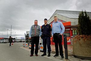 Handlare Jocke Jansson, kommunpolis Thomas Nordström och Ica-controllern Micke Jansson vittnar alla om ett positivt möte.