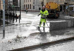 Om det ska vara som förra året så ska gruset spolas från gatorna om en vecka. Fotodatum: 2017-03-27