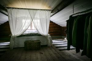 Det har hänt kvällar att fladdermössen har flugit in i Kalles sovrum.