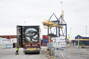 Den gamla containerterminalen, som kom i bruk 2006 har en kapacitet på 240 000 TEU. Till en början kommer kapaciteten öka till 600 000 TEU, med möjlighet att bygga ut till 800 000 TEU.