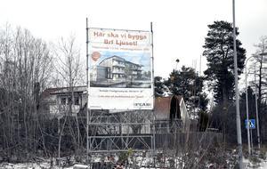I slutet av november satt skylten som visade hur det nya området skulle se ut på platsen.