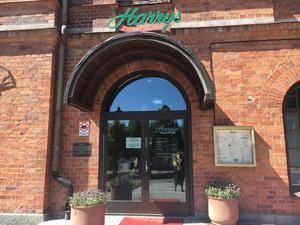 Restaurangen Harrys i Norrtälje visar matcher i fotbolls-VM. 4079628ff2223