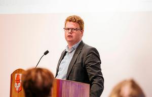 Inte helt överraskande tycker kommunalrådet Fredrik Rönning (S) att den S-ledda regeringen är en anledning till Smedjebackens positiva utveckling.