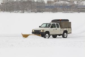 Under förmiddagen plogades en isbana upp på Lillfjärden.